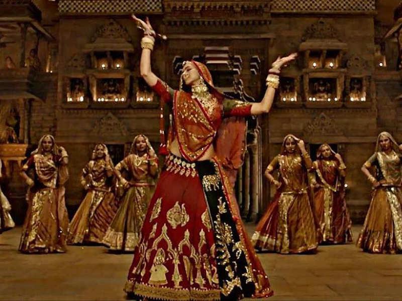 Deepika Padukoneu0026#39;s outfit in u0026#39;Padmavatiu0026#39; song u0026#39;Ghoomaru0026#39; worth Rs 30 lakh?