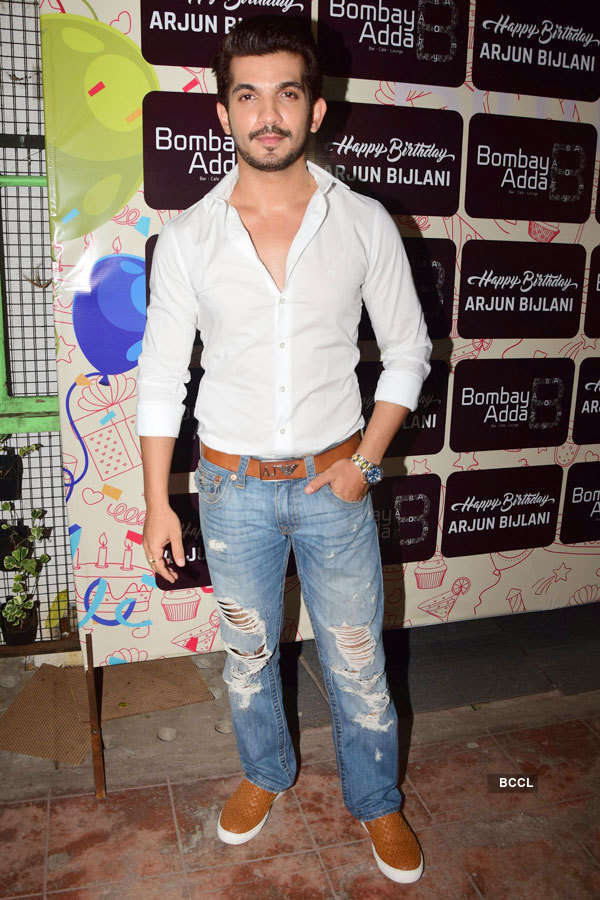 Celebrities attend TV star Arjun Bijlani's b'day party