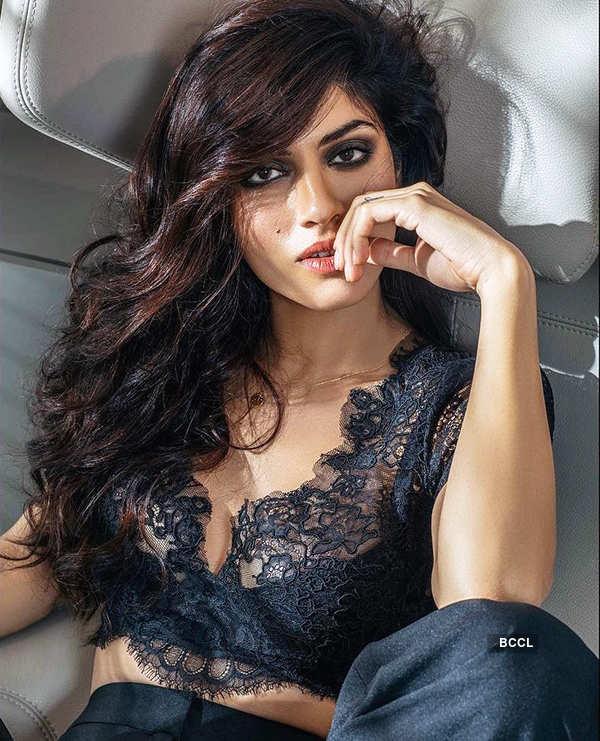 Enchanting photoshoots of the sassy actress Sapna Pabbi