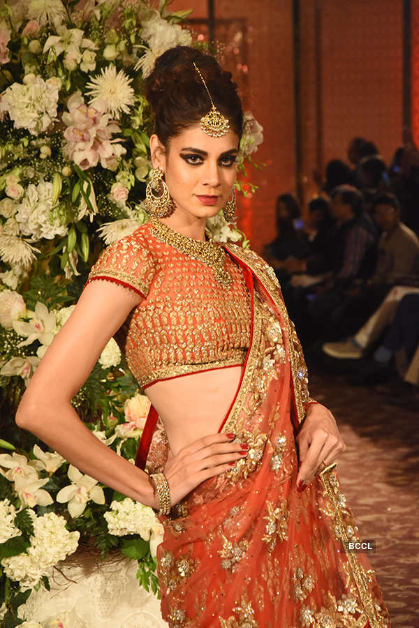 Tarun Tahiliani's show at Taj Wedding Studio