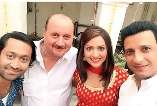 Aakash with Raju Kher, Tejashree Pradhan and Sharma Joshi while shooting for the film in Lucknow (BCCL)