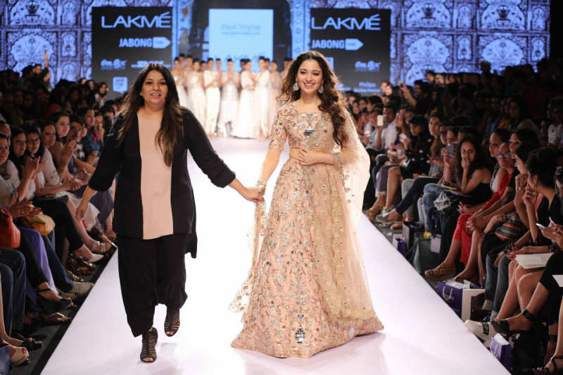 Tamannaah Bhatia Sexy Pics: As a showstopper for Payal Singhal at LFW