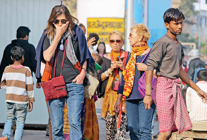 Owing to the alarming AQI in Varanasi, foreign tourists are facing several health issues (BCCL/ Arvind Kumar)