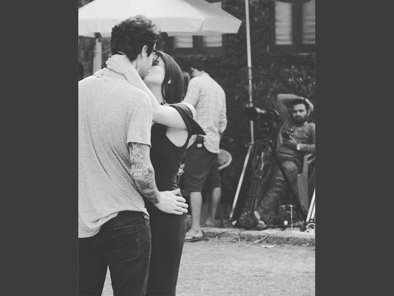 Sunny Leone Hot Kiss Photo With hubby Daniel Weber xxx