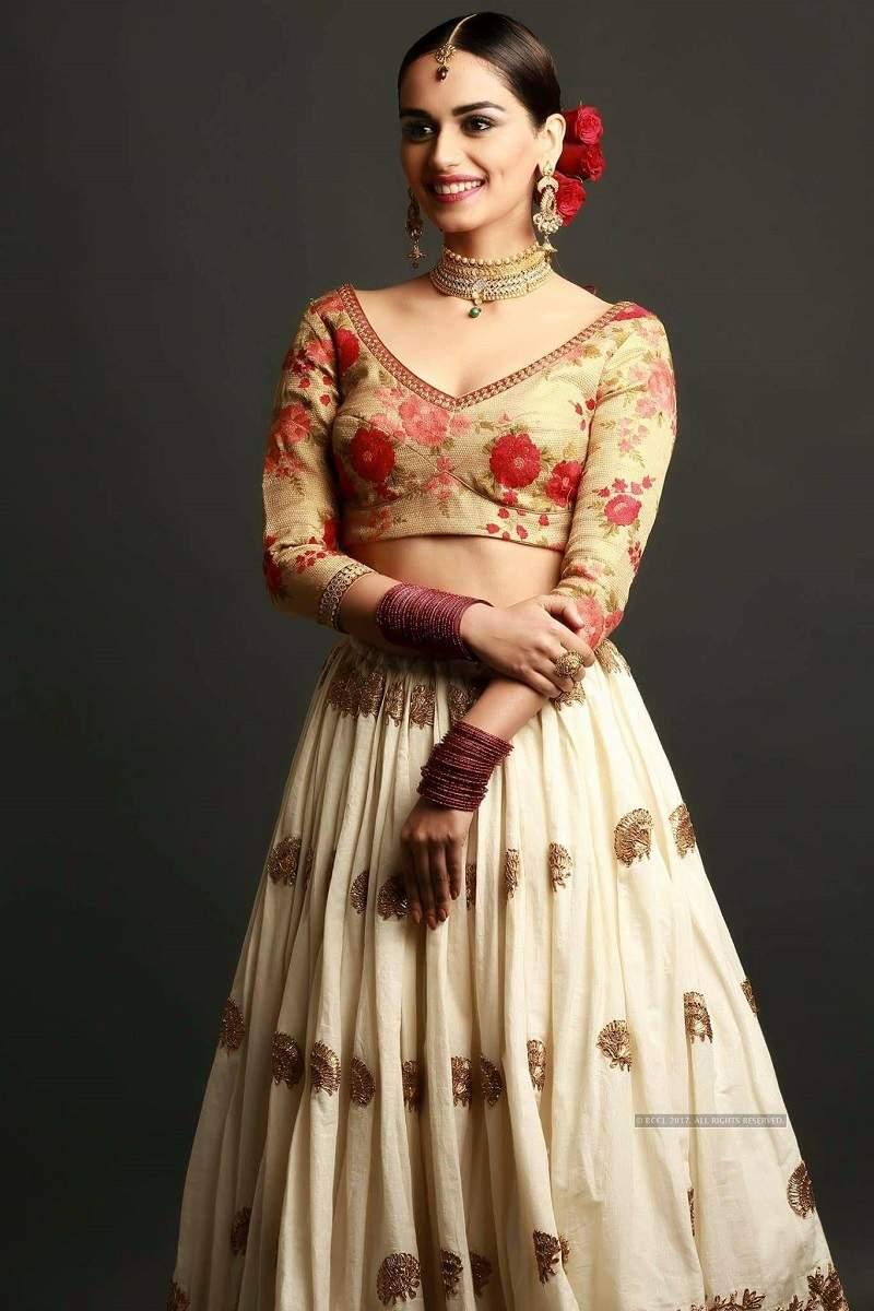 Manushi Chhillar Images.
