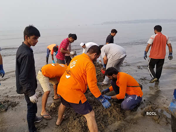 Goons force Afroz Shah to suspend Versova beach clean-up drive