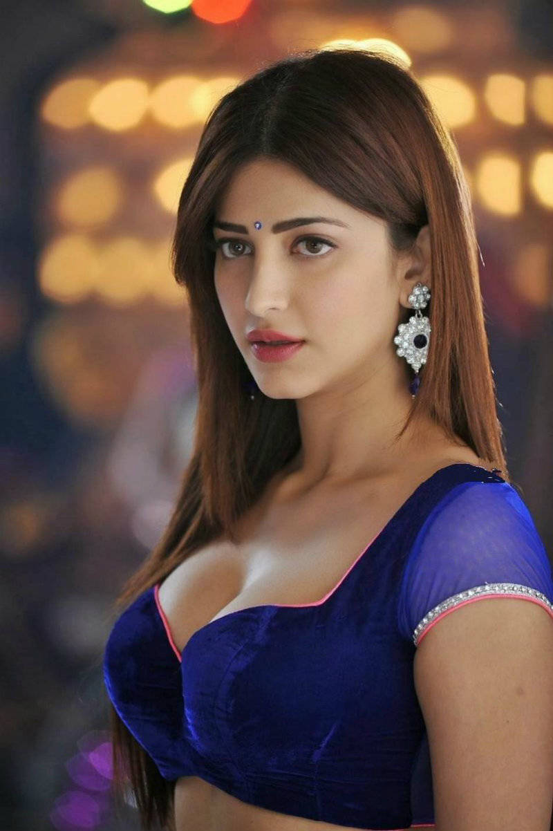 Shruti Haasan Hot Photos from movie Yevadu xxx