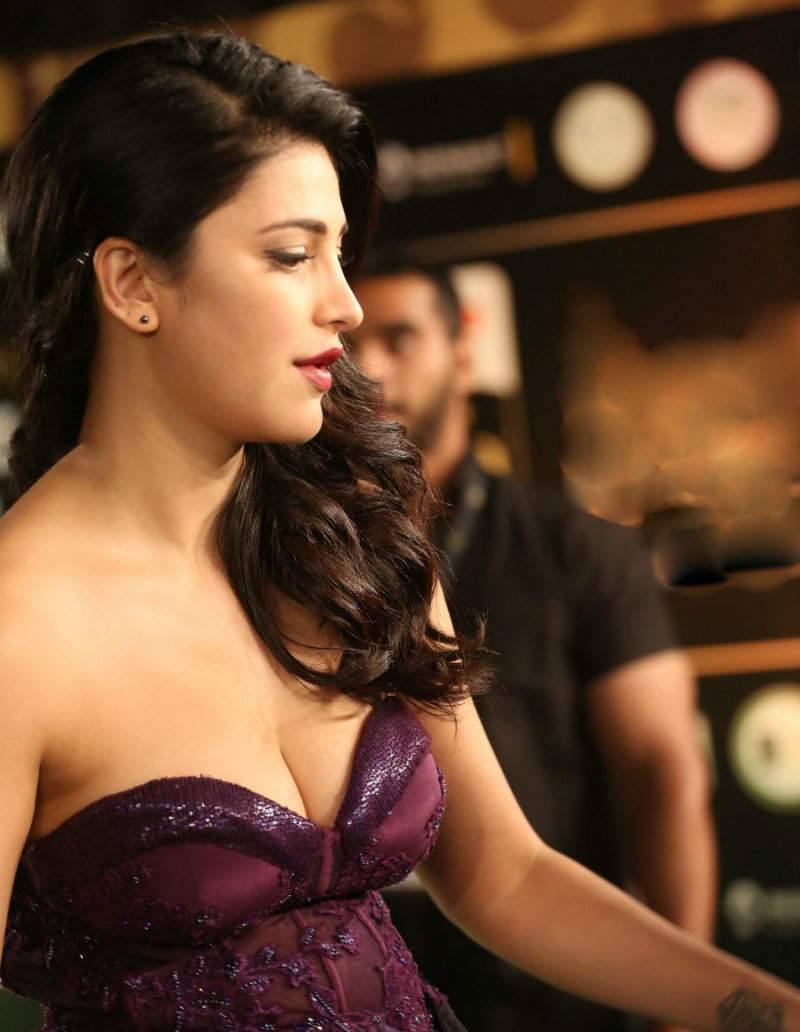 Shruti Haasan hot and sexy pic cleavage xxx