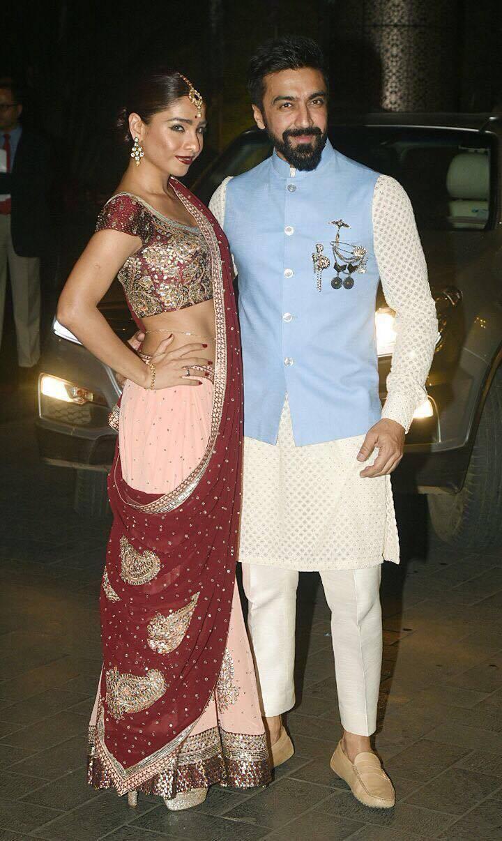 Wedding Images and Photos of Sagarika Ghatge and Zaheer Khan