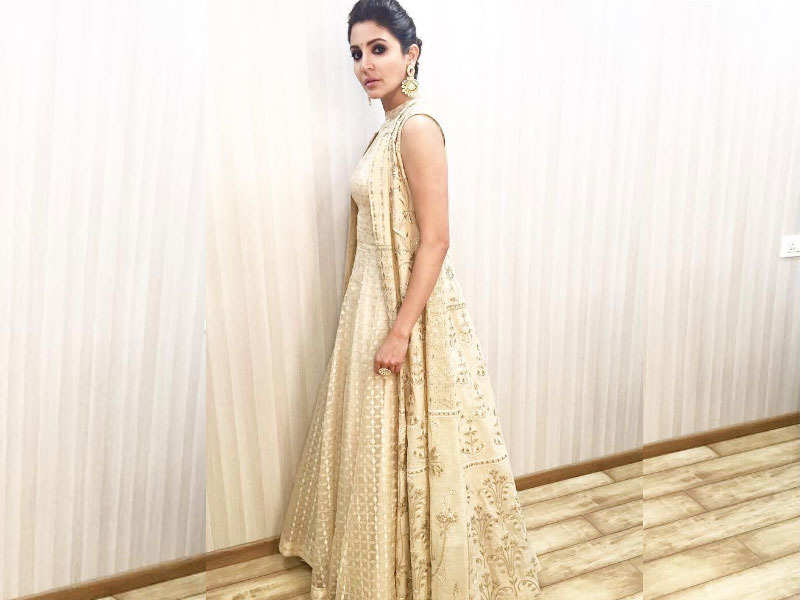 ​Anushka Sharma hot images in Indian wear