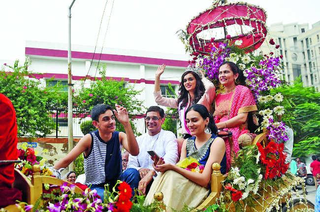 Manushi Chhillar's family