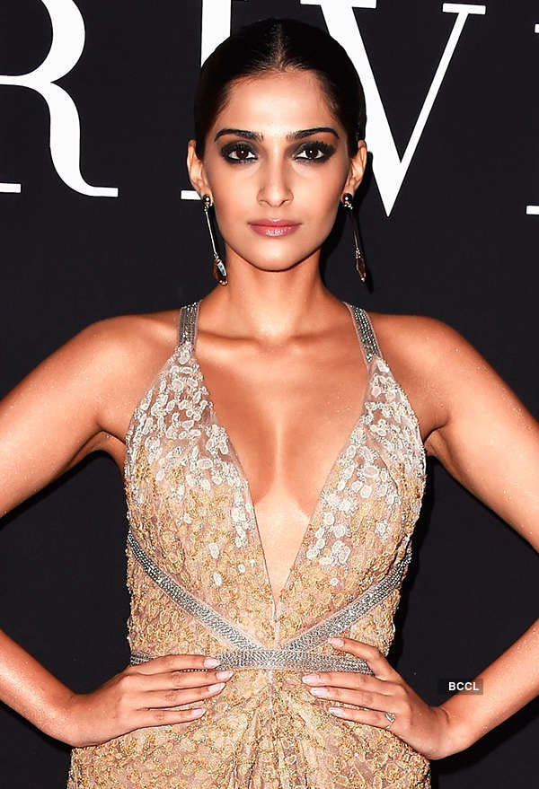 Sonam Kapoor's hot & sexy photos