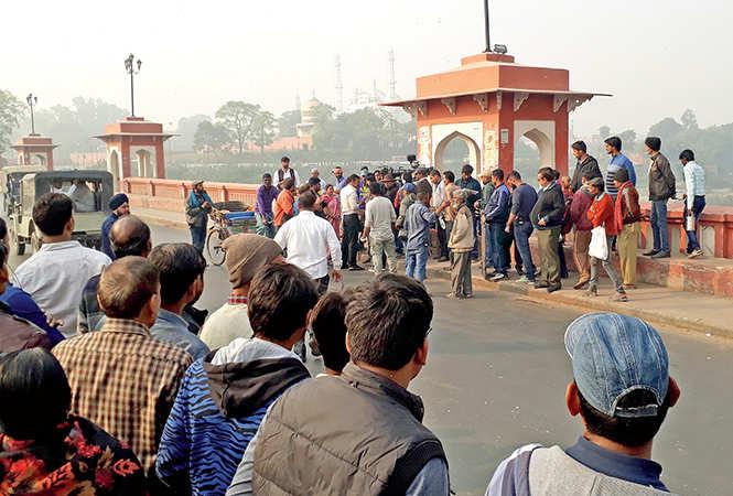 Crowd gathered at the historical bridge to watch Ajay Devgn shooting on Friday morning (BCCL/ Aditya Yadav)