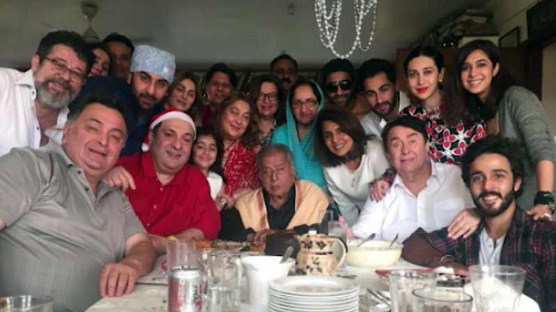 Shashi Kapoor's last family picture goes viral