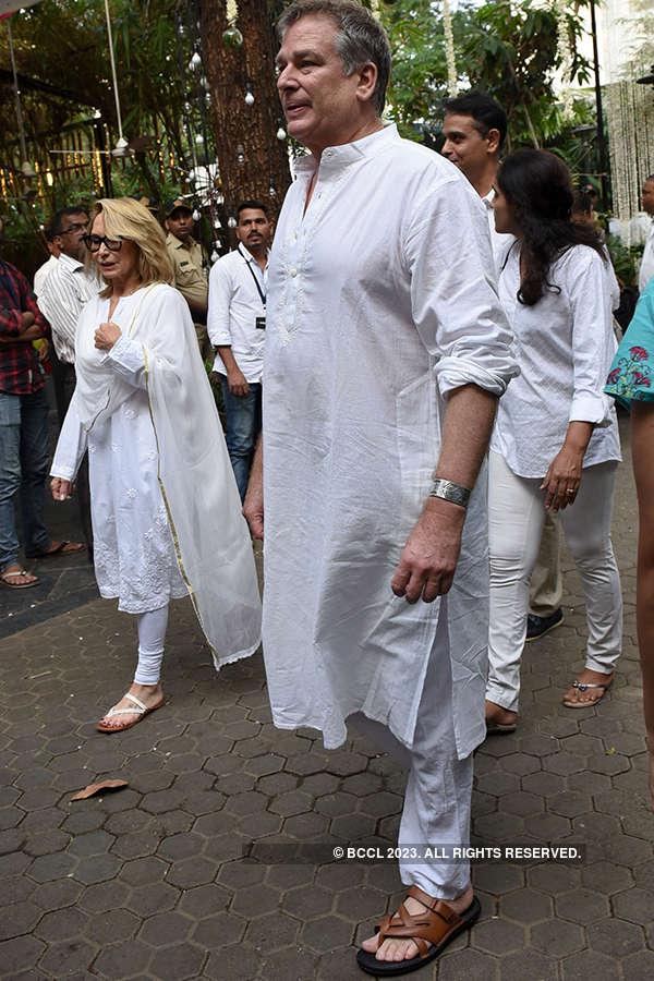 Celebrities attend legendary actor Shashi Kapoor's prayer meet