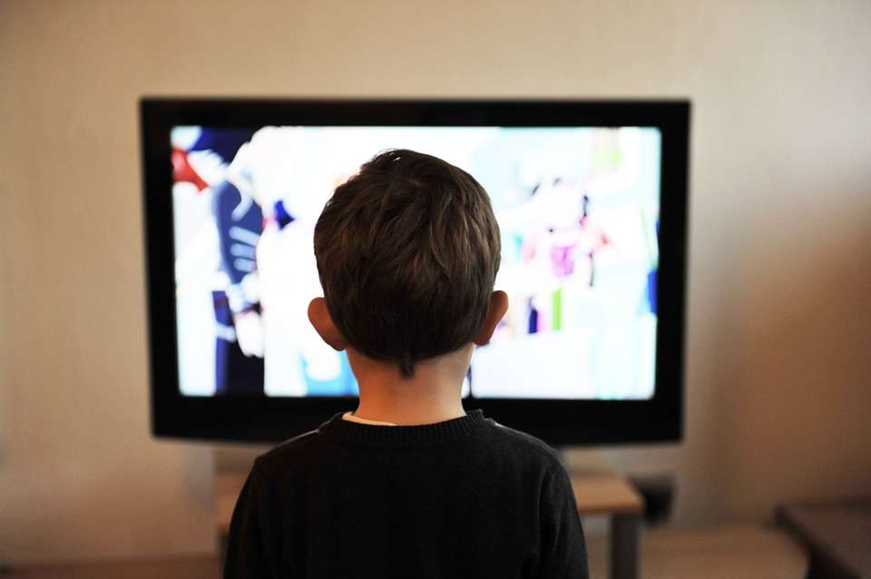 How To Connect Your Tv To The Internet Without Built In Wi Fi Gadgets Now