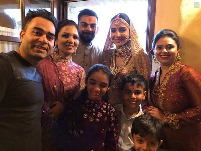Virat Kohli And Anushka Sharma Wedding Pics The Couple Tie