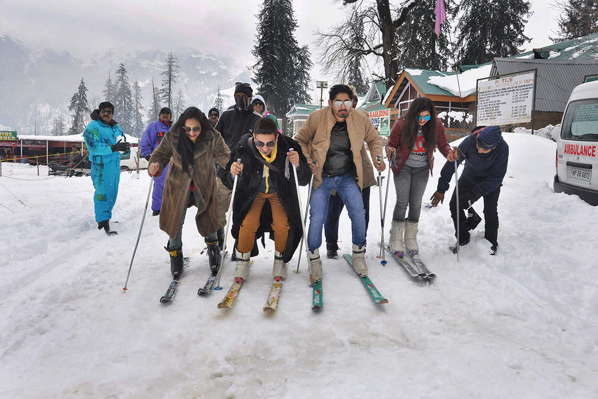 North India experiences cold wave as J&K, Himachal, Uttarakhand receive snowfall