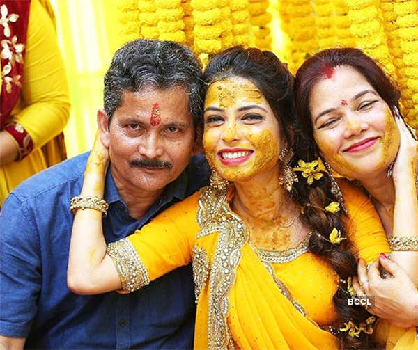 Pooja Singh poses with parents