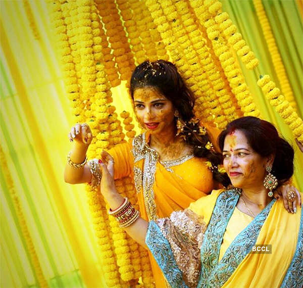 Pooja posing with her mother