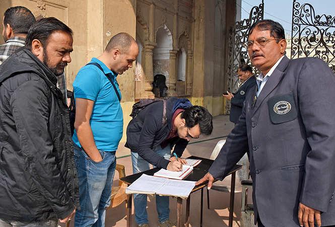 One of the band members making an  entry at the Bada  Imambara (BCCL/ Vishnu Jaiswal)