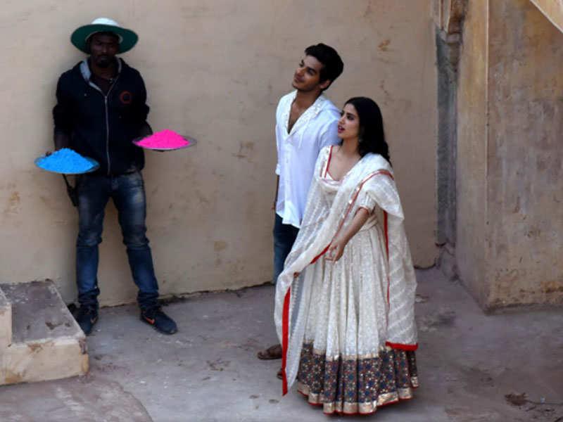 Janhvi Kapoor Ishaan Khatters Dhadak Shoot Stalled In Jaipur