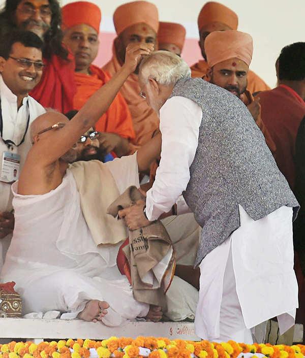 Vijay Rupani takes oath as Gujarat CM