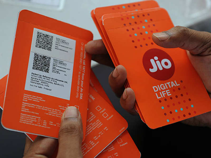 Upto Rs 2,600 discount vouchers from e-commerce players