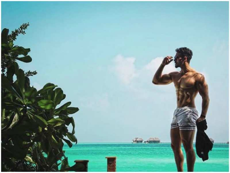 Tiger Shroff flaunts his chiselled body in his latest Instagram picture