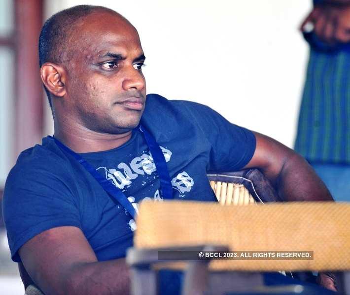 Veteran Sri Lankan Batsman Sanath Jayasuriya now needs crutches