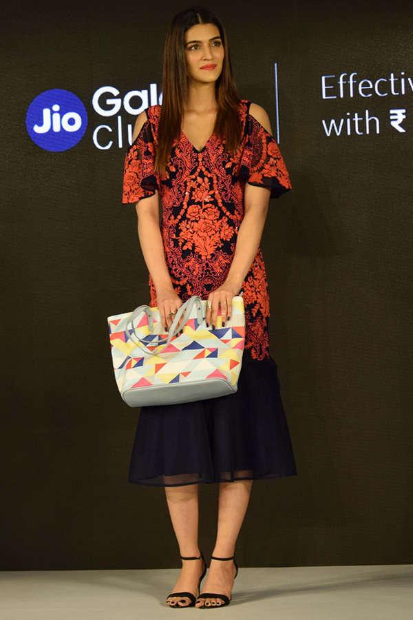 Kriti Sanon launches Samsung Galaxy On7 Prime