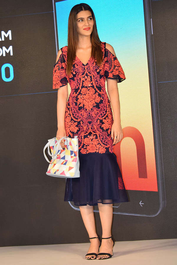 Kriti Sanon launches Samsung Galaxy On7 Prime