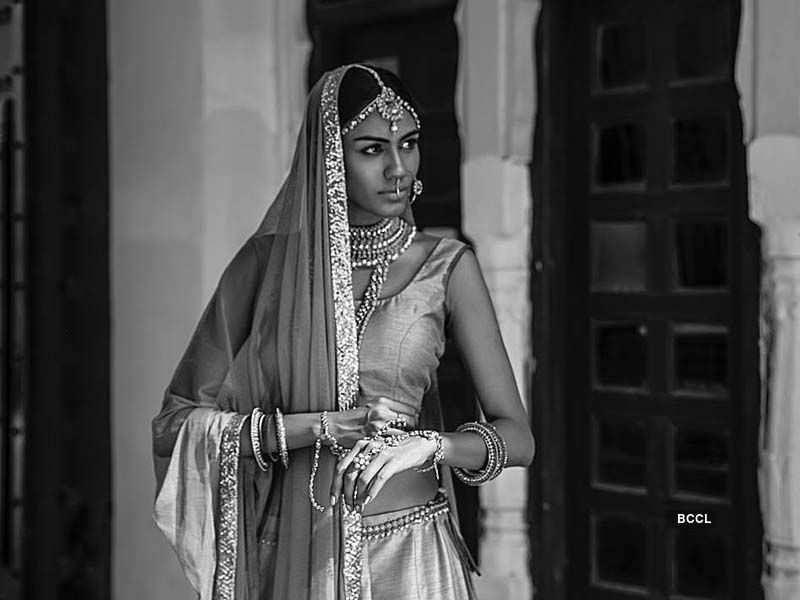These monochrome portrait clicks of Apeksha Porwal are breathtaking