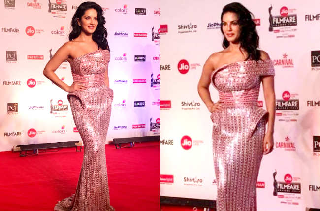 Sunny Leone looks on Red carpet
