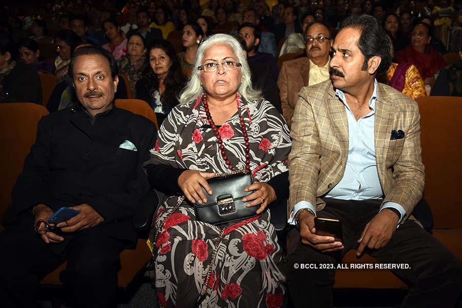 Pati-Patni Aur Main: A play