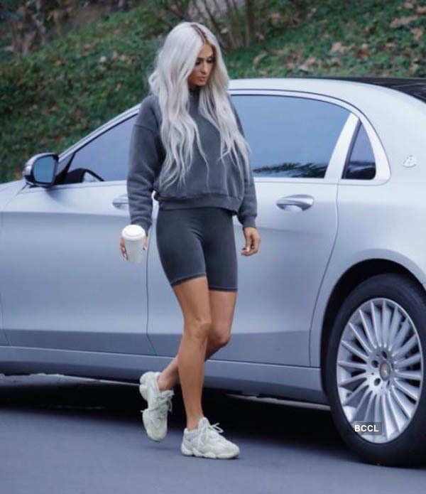 Paris Hilton twinning like Kim Kardashian