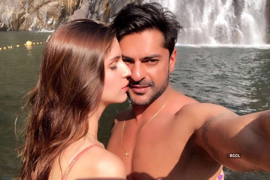 Ashish Kapoor secretly engaged to his girlfriend Ilda Kroni? Here's the truth!