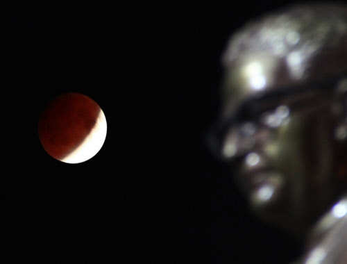 how to see lunar eclipse tonight