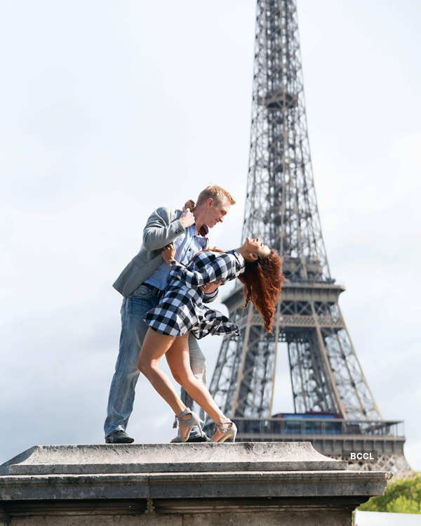 Adorable pictures of TV actress Aashka Goradia & her husband Brent Goble...
