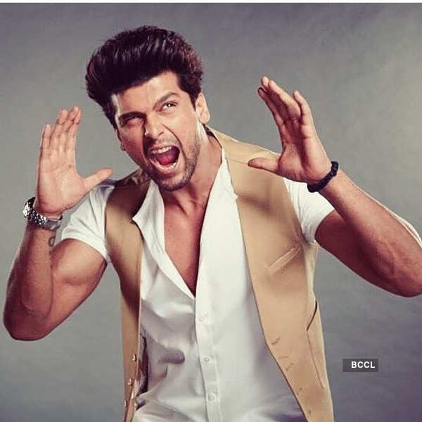 Kushal Tandon slams a fan for cutting her wrist for him