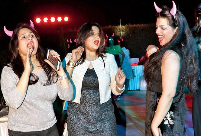 (L-R) Shivani, Poonam and Dr Priya (BCCL/  Unmesh Pandey)