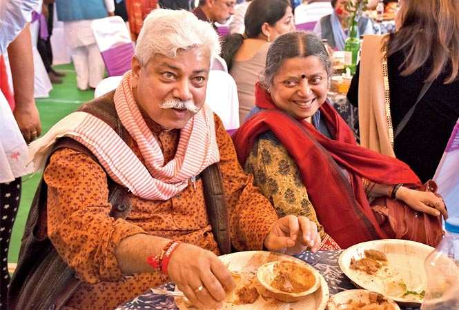 Atul Tewari and Anjali Tewari  enjoying some desi food at the food festival (BCCL/ Farhan Ahmed Siddiqui and Vishnu Jaiswal) ​