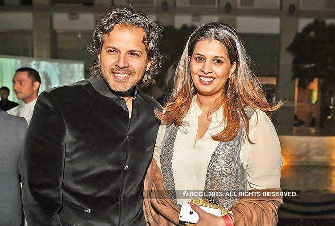RAN_7407-Ayaan-Ali-Bangash-with-wife-Neema