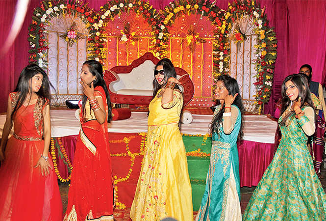 Rani's friends danced at the ceremony (BCCL/ Aditya Yadav)
