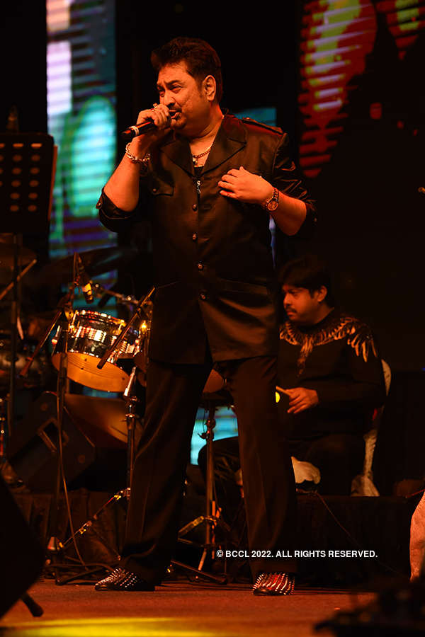 Kumar Sanu performs in the city