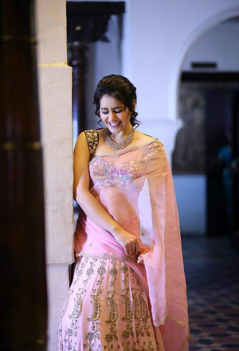 Raashi Khanna Hot Photos: Hot & Sexy Images of Telugu Actress Rashi