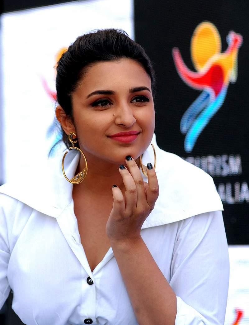 Parineeti Chopra Hot Photos: Latest Hot & Sexy Images & Videos of