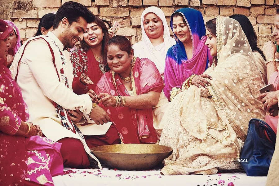 Intimate party pictures of Shoaib & Dipika Kakar Ibrahim on her birthday
