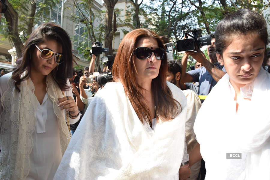 The who's who of Indian film industry offer condolences at Anil Kapoor's residence
