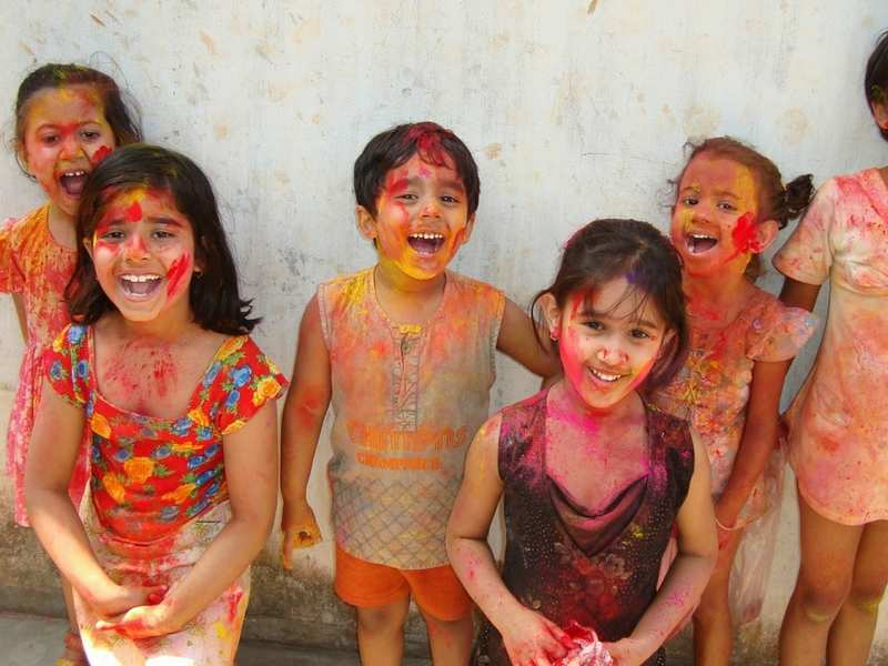 children holi